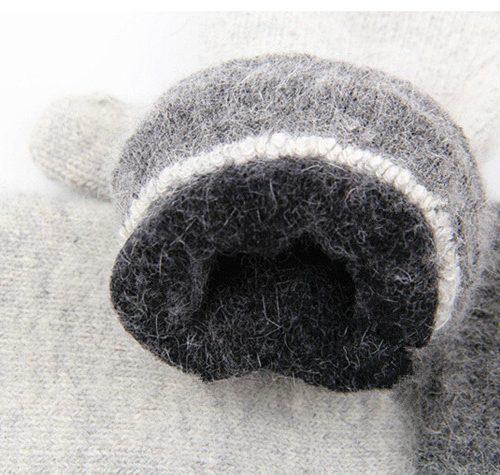 Женские шерстяные варежки с меховыми помпонами