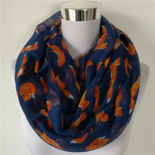 Женский круговой шарф снуд с лисами