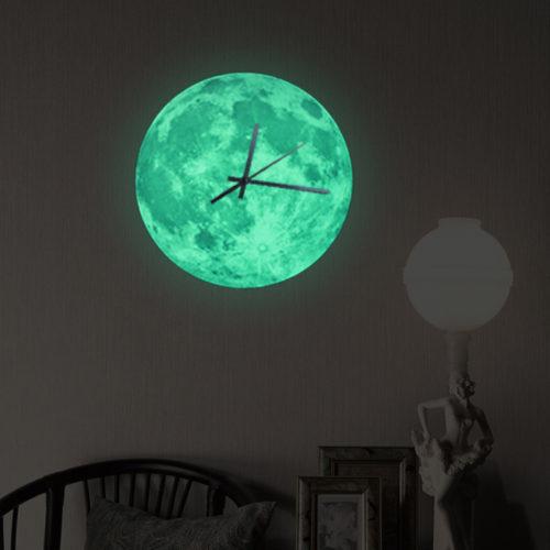 Настенные, светящиеся в темноте, часы в виде луны 30 см