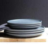 Матовые темно серые керамические плоские тарелки 19/23 см