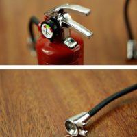Зажигалка с фонариком в виде огнетушителя