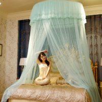Балдахин на взрослую кровать в спальню