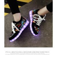 Детские кроссовки со светящейся подошвой для мальчиков и девочек