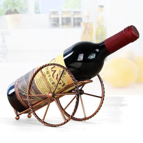 Металлический держатель-подставка для бутылки вина в виде пушечного лафета с колесами