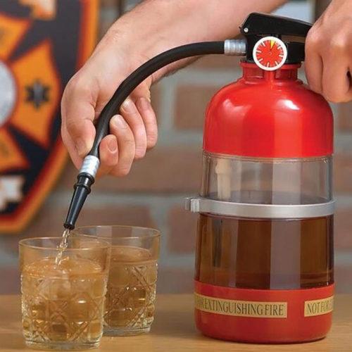 Диспенсер для напитков в виде огнетушителя