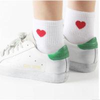 Женские хлопковые высокие носки с рисунком красного сердечка или смайлика