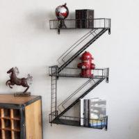 Железная полка на стену в стиле лофт в виде лестницы