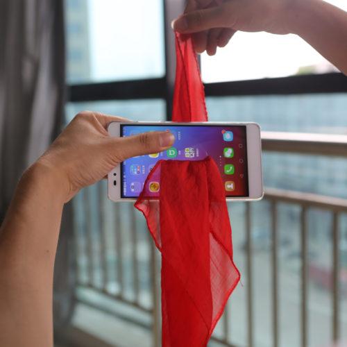 Реквизит для фокуса с платком, проходящим сквозь телефон