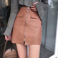 Кожаная мини юбка с молнией и карманами спереди на высокой талии