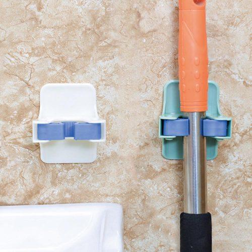 Универсальный настенный держатель на липучке для швабр и другого инвентаря