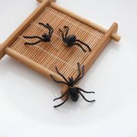 Черные серьги-гвоздики в виде пауков