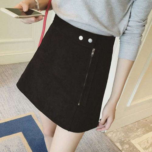 Замшевая трапециевидная мини юбка с запахом на молнии и кнопках