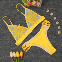 Раздельный купальник бикини с полупрозрачными чашками с цветочком и стрингами