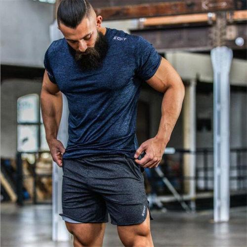 Спортивные мужские шорты на резинке с карманами и небольшими разрезами по бокам