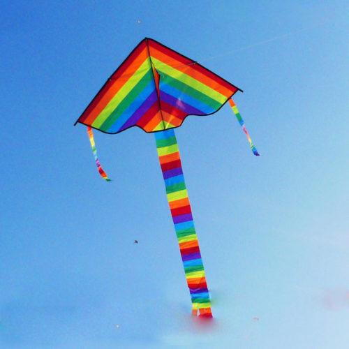 Воздушный змей радужный треугольник с хвостом