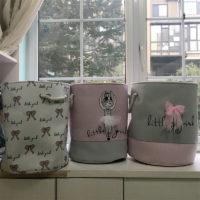 Тканевая розовая корзина с ручками из веревки для белья в ванную комнату или игрушек