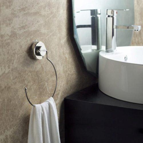 Настенная круглая вешалка держатель на присоске для полотенец в ванную комнату