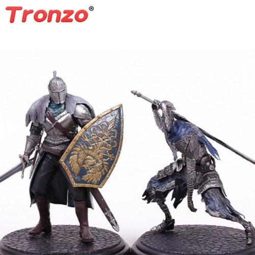 Игрушечные фигурки персонажей из мира Dark Souls: Арториас Путник Бездны и Рыцарь Фараам