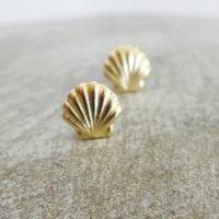 Серьги гвоздики в виде ракушки золотого или серебряного цвета
