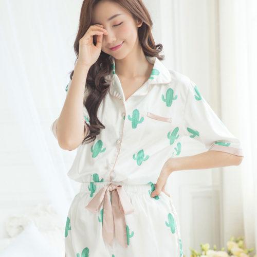 Женская пижама с кактусами (шорты и рубашка с коротким рукавом)