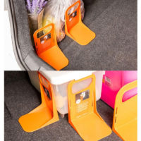 Фиксаторы груза на липучках в багажнике автомобиля