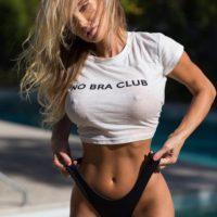 Женская белая или черная укороченная футболка с надписью No Bra Club