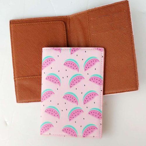 Женская обложка на паспорт с рисунком фруктов и с отделениями для карточек