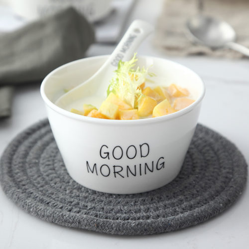 Белая столовая посуда с надписями Good morning