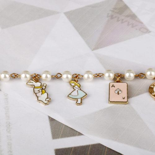 Браслет цепочка на руку с жемчужинами и подвесками Алиса в стране чудес