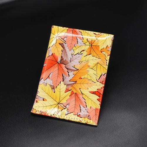 Обложка на паспорт с рисунком осенних кленовых листьев
