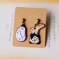 Висячие серьги в виде кролика и часов (Алиса в стране чудес)