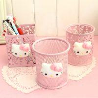 Розовые подставки стаканы для канцелярии с Hello Kitty