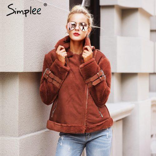 Женская теплая искусственная замшевая дубленка-куртка-косуха с мехом под ягненка и пряжками-молниями на рукавах и воротнике
