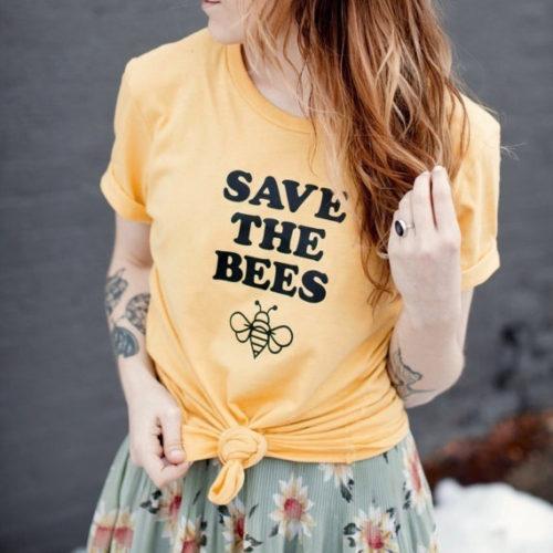 Женская футболка разных цветов с надписью Save the bees