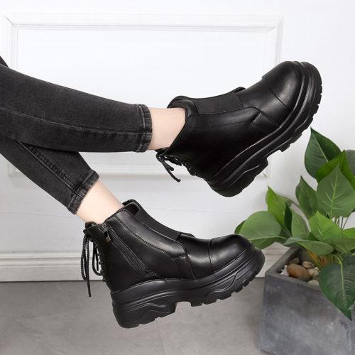 Женские черные ботинки с молнией сбоку и шнуровкой сзади из искусственной кожи на высокой платформе