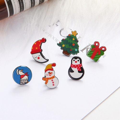 Небольшие металлические новогодние броши-значки