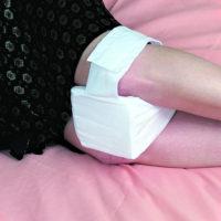 Подушка для коленей во время сна