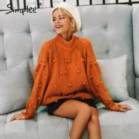 """Женский вязаный свободный оранжевый или белый свитер с воротником, структурной геометрической вязкой и """"помпонами"""""""