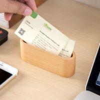 Деревянная подставка для визиток