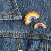 Металлический значок пин брошь на рюкзак или одежду в виду радуги