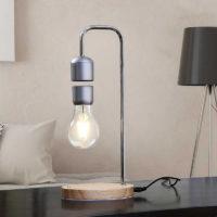 Настольная лампа с левитирующей лампочкой