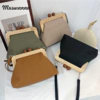 Женская сумка через плечо клатч с деревянной застежкой