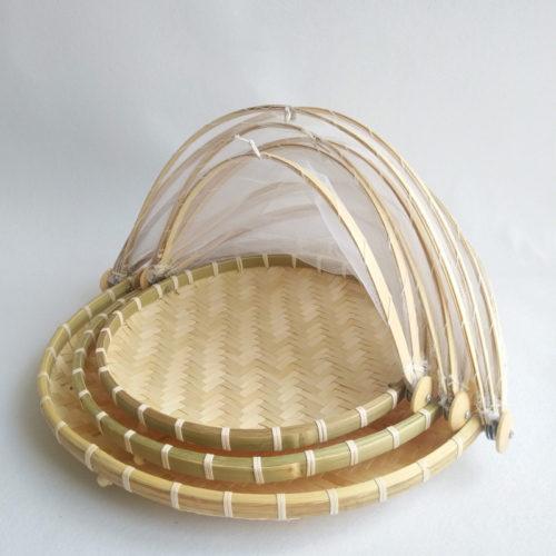 Плетенная бамбуковая корзина для фруктов с сетчатой крышкой от насекомых