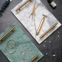 Мраморный поднос с золотыми ручками