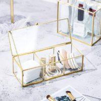 Стеклянный органайзер с медными краями для хранения косметики, ватных дисков и т.д.