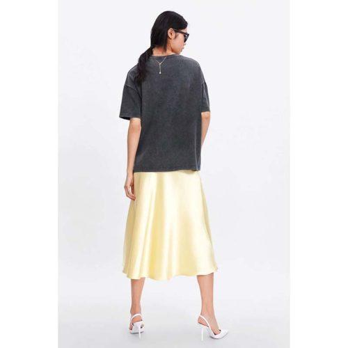Женская черная футболка свободного кроя с Дейзи Дак