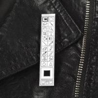 Значок брошь на одежду или рюкзак в виде панели инструментов фотошопа