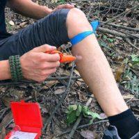 Спасательный инструмент в поход для удаления клещей