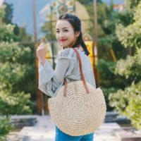 Пляжная соломенная плетеная круглая сумка на плечо на длинных кожаных ручках