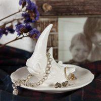 Декоративная белая тарелочка-стенд для украшений с животными